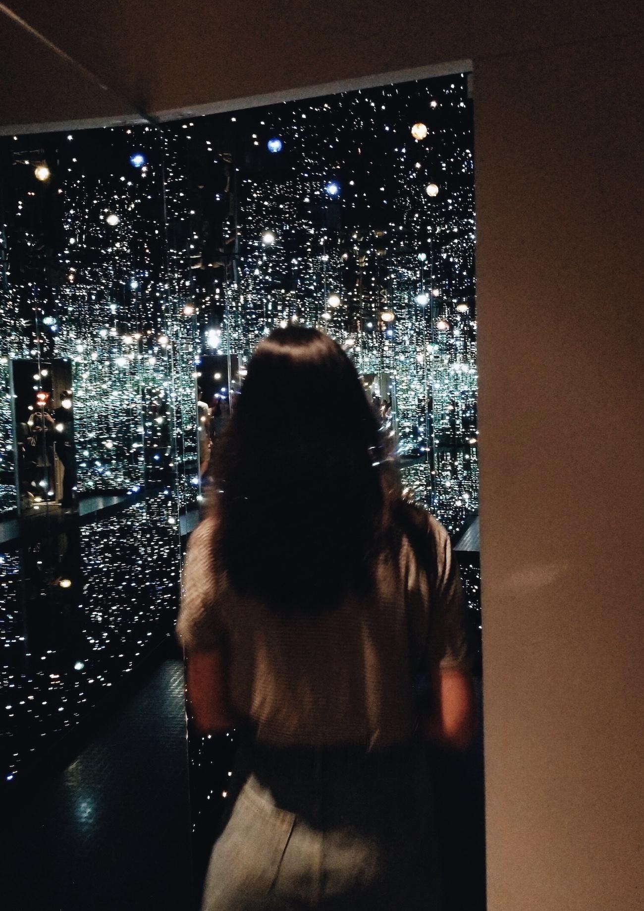 Entering Yayoi Kusama's infinity room!