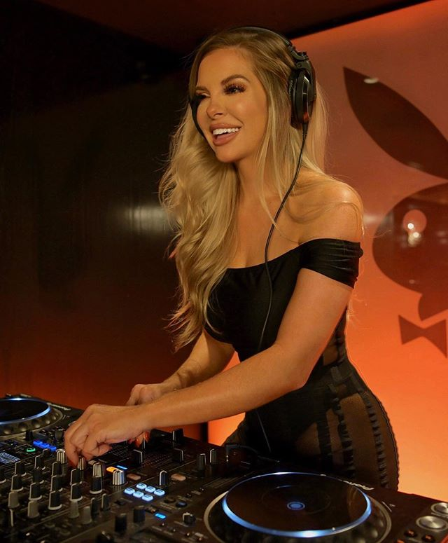 Gearing up for a busy week in NYC - come check out ya girl ッ♬♪ ⁣⁣ ⁣⁣ 11.7 Playboy Club NYC⁣⁣ 11.8 Playboy Club NYC⁣⁣ 11.9 Hudson Terrace⁣⁣ 11.10 Playboy Club NYC⁣⁣ 11.11 & 12 BDNY Javits Ctr with Pioneer Audio⁣