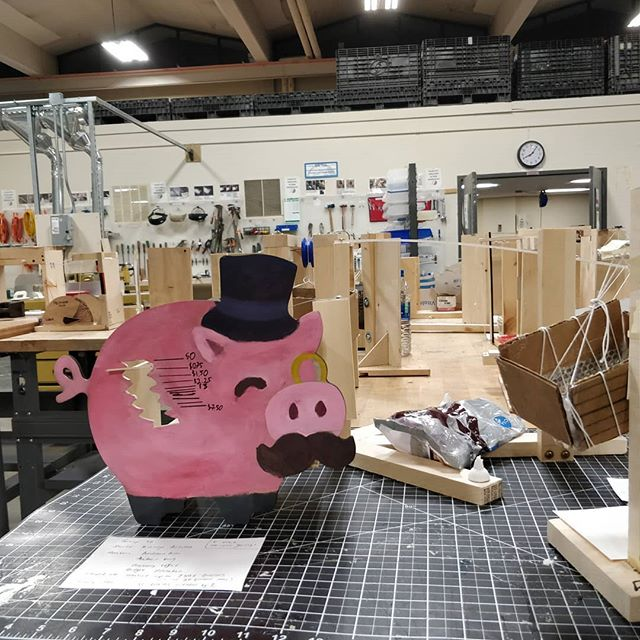 Made in the BDW: A 🐷 weighing device for ENGN30: Intro to Engineering