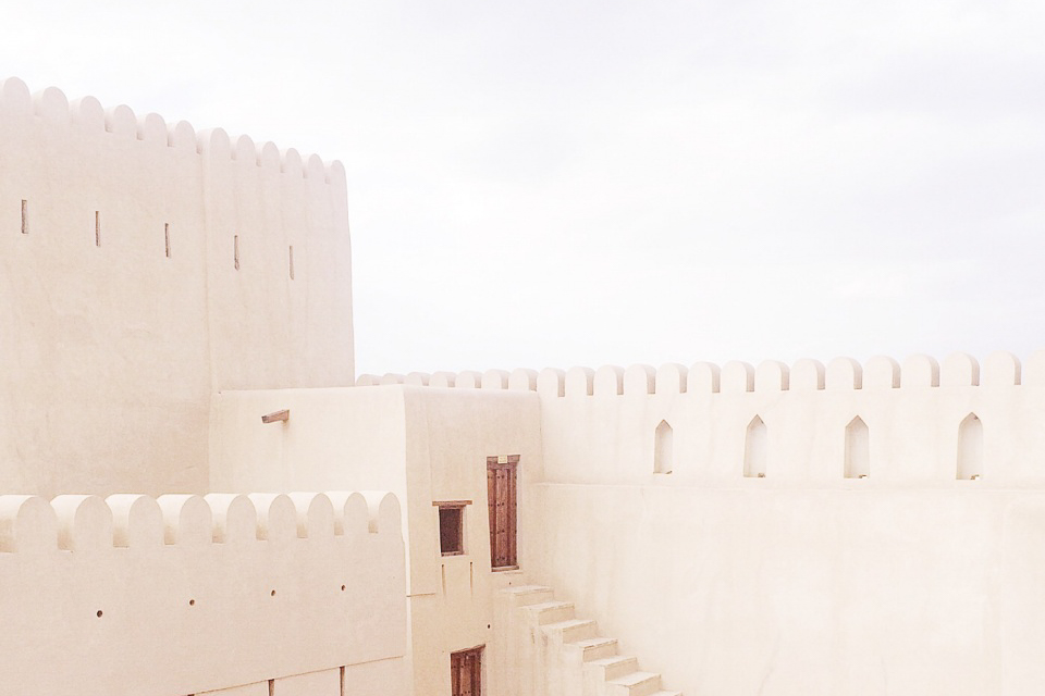 nizwa - Visit the markets and forts of Nizwa, with its daily cattle auctions and rose harvest festival. This is an ancient city in the Ad Dakhiliyah region of northern Oman that is characterized by seasonal rivers and palm plantations.