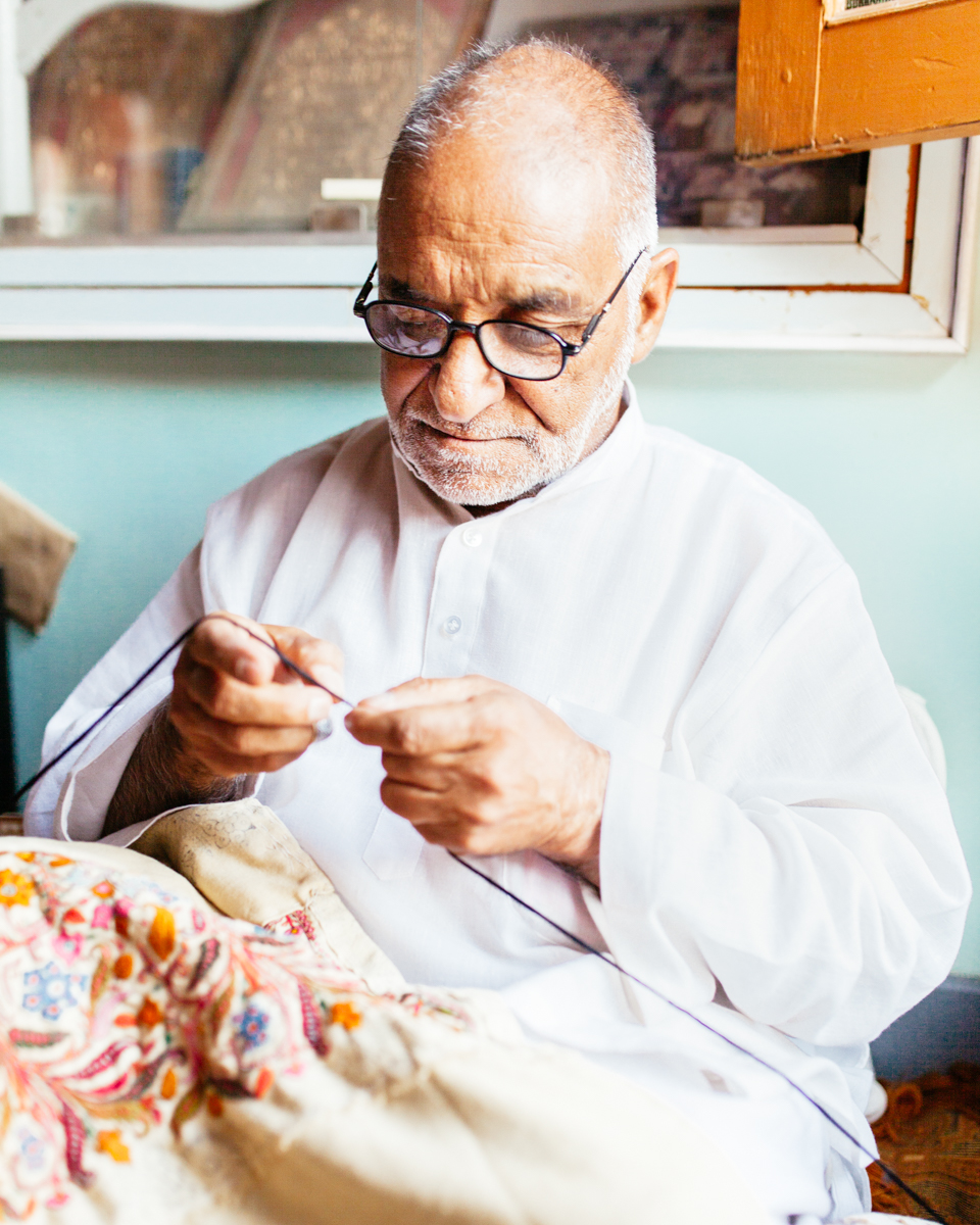kashmir & ladakh - Kashmir has a lot to thank the Ancient Silk Road for, and pashmina weaving, papier-mâché and woodcarving are only some of the most delicate and beautiful crafts that remain untarnished by modernity.