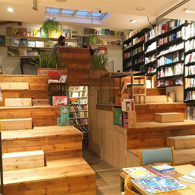Steps of @todomodolibri book store extraordinaire in Florence #librierge