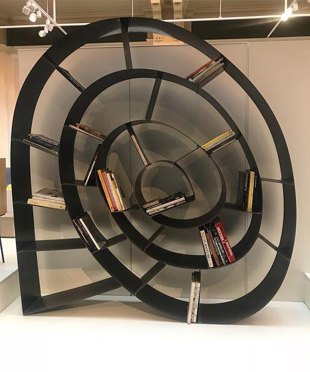 Bookshelf envy in the Post-Modern Design room @vamuseum #booklovers #bookshelflove #vamuseum #victoriaandalbertmuseum #london #bibliophile #postmodernism