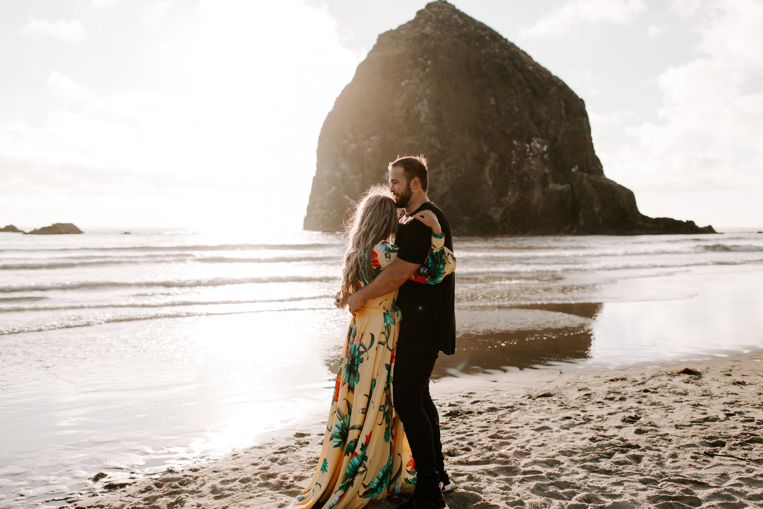 MADISONRYLEE_HANNAH+DAKOTA_CANNONBEACH_OREGONEngagement_0002.jpg