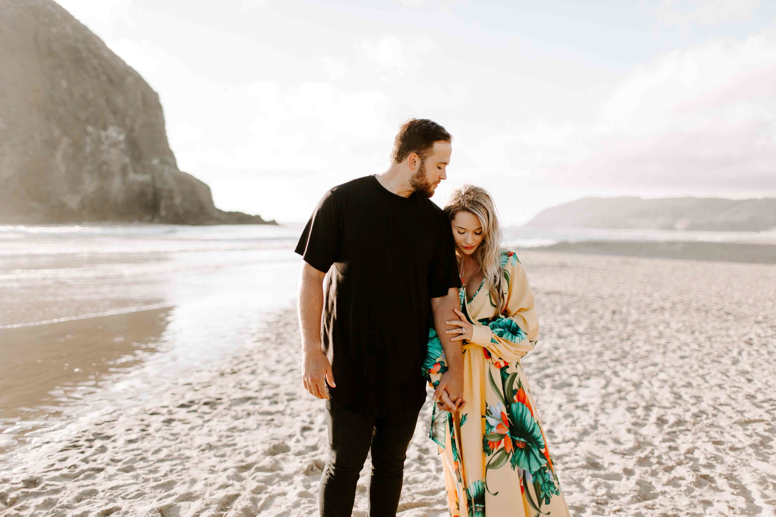 MADISONRYLEE_HANNAH+DAKOTA_CANNONBEACH_OREGONEngagement_0009.jpg