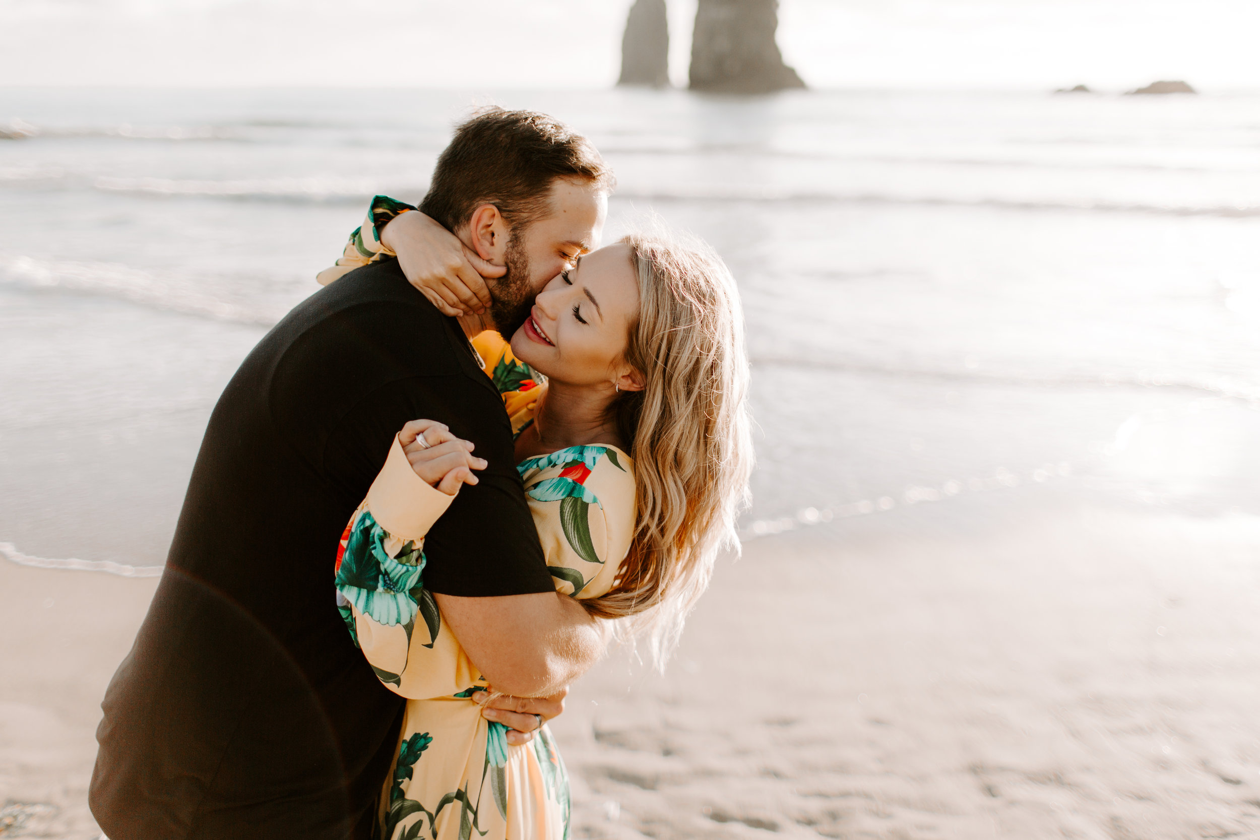 MADISONRYLEE_HANNAH+DAKOTA_CANNONBEACH_OREGONEngagement_0015.jpg