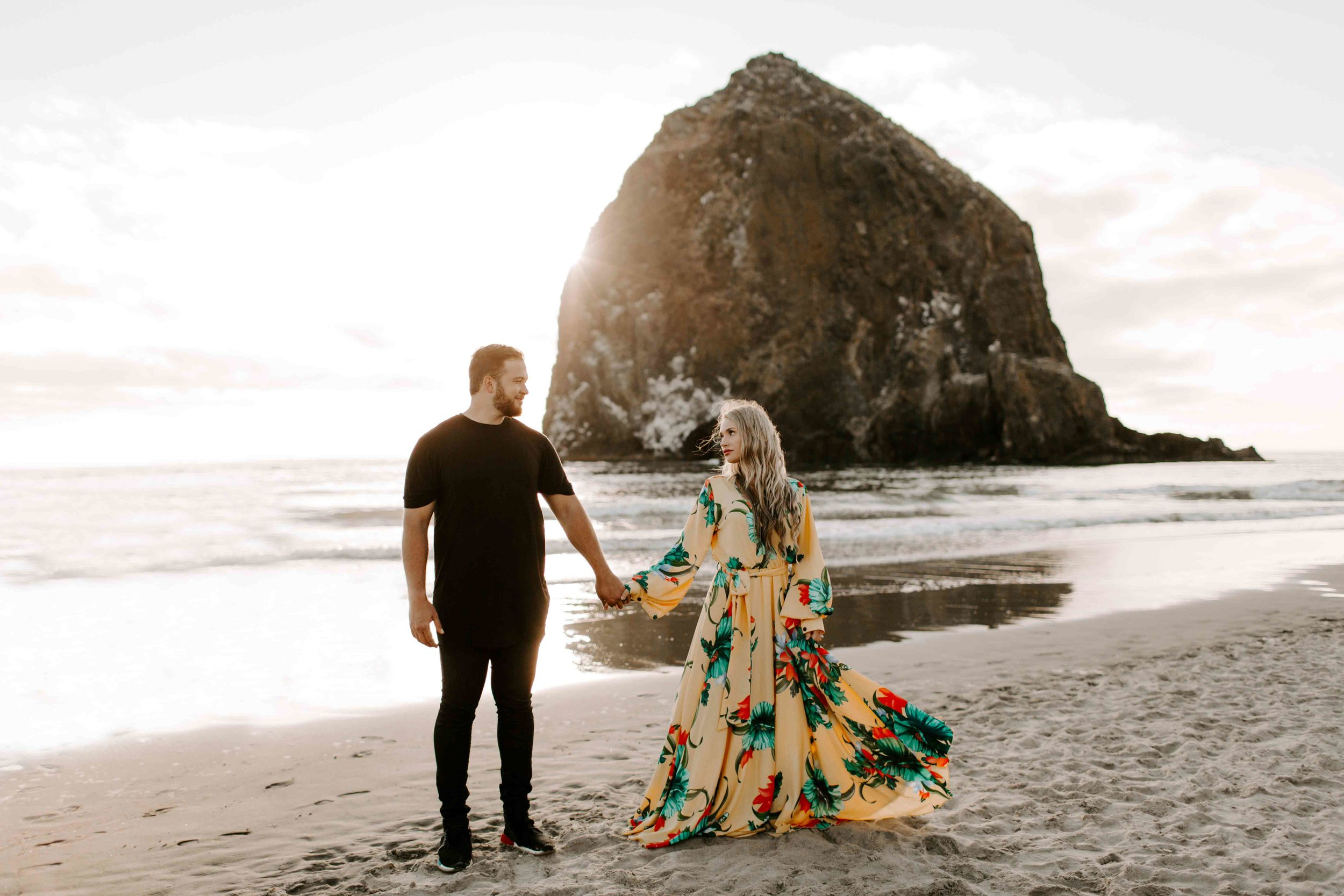 MADISONRYLEE_HANNAH+DAKOTA_CANNONBEACH_OREGONEngagement_0026.jpg