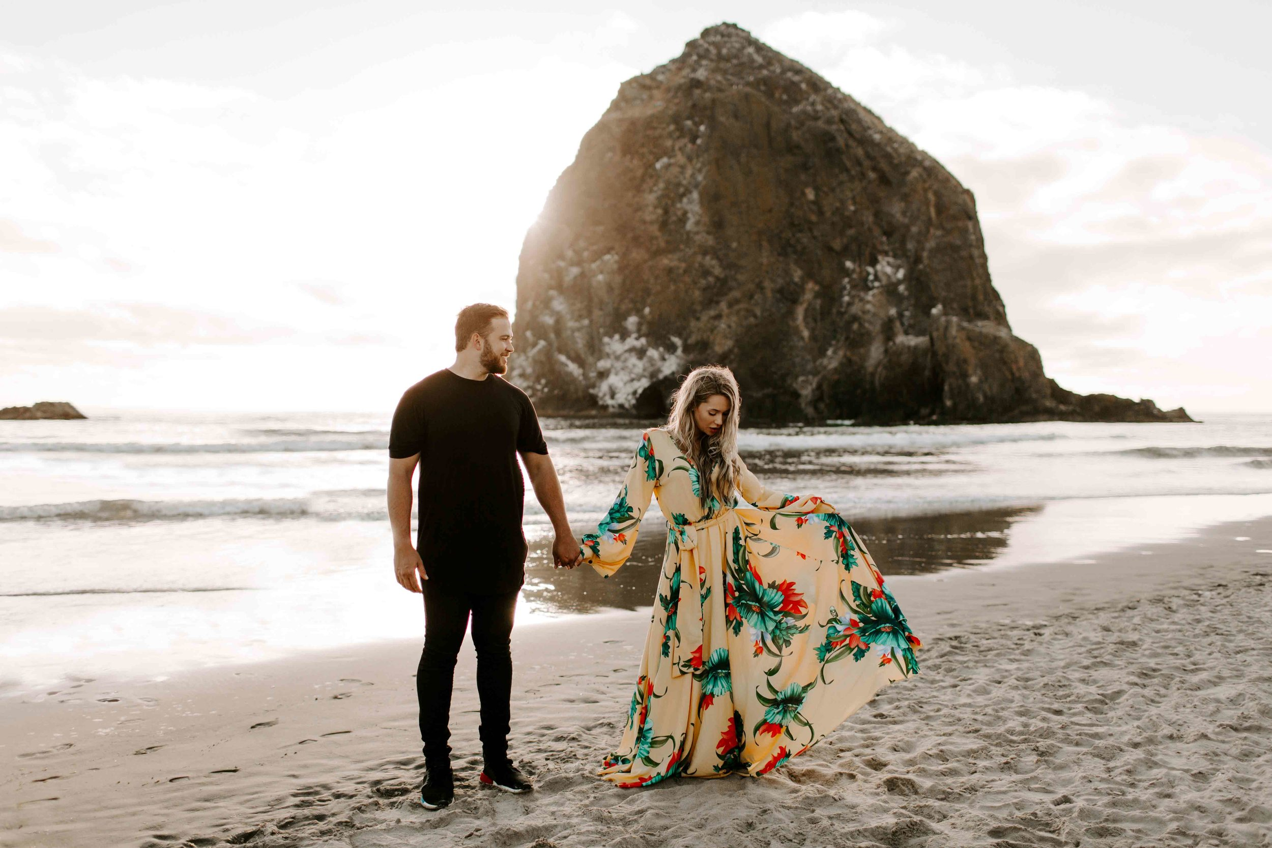 MADISONRYLEE_HANNAH+DAKOTA_CANNONBEACH_OREGONEngagement_0027.jpg