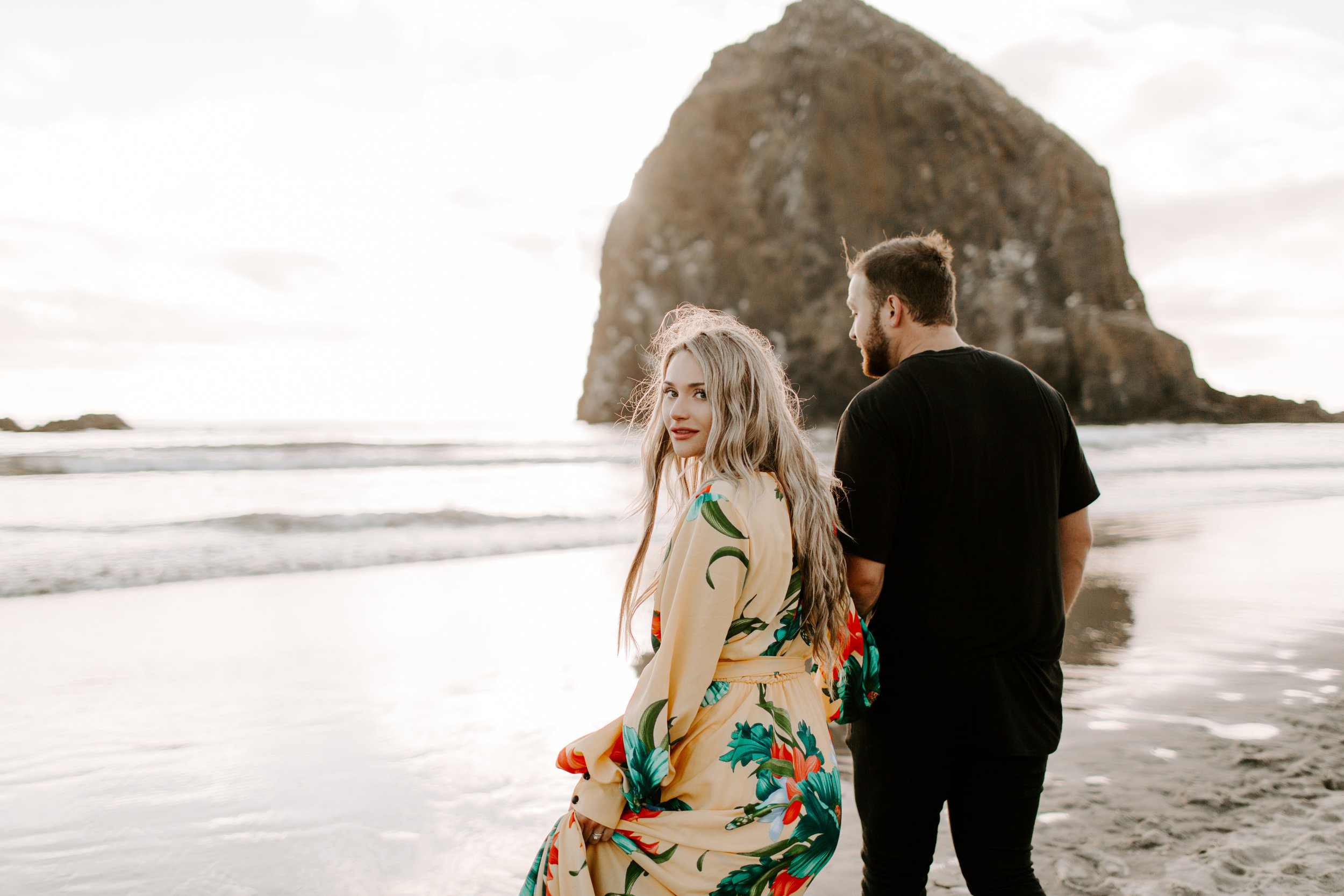 MADISONRYLEE_HANNAH+DAKOTA_CANNONBEACH_OREGONEngagement_0034.jpg