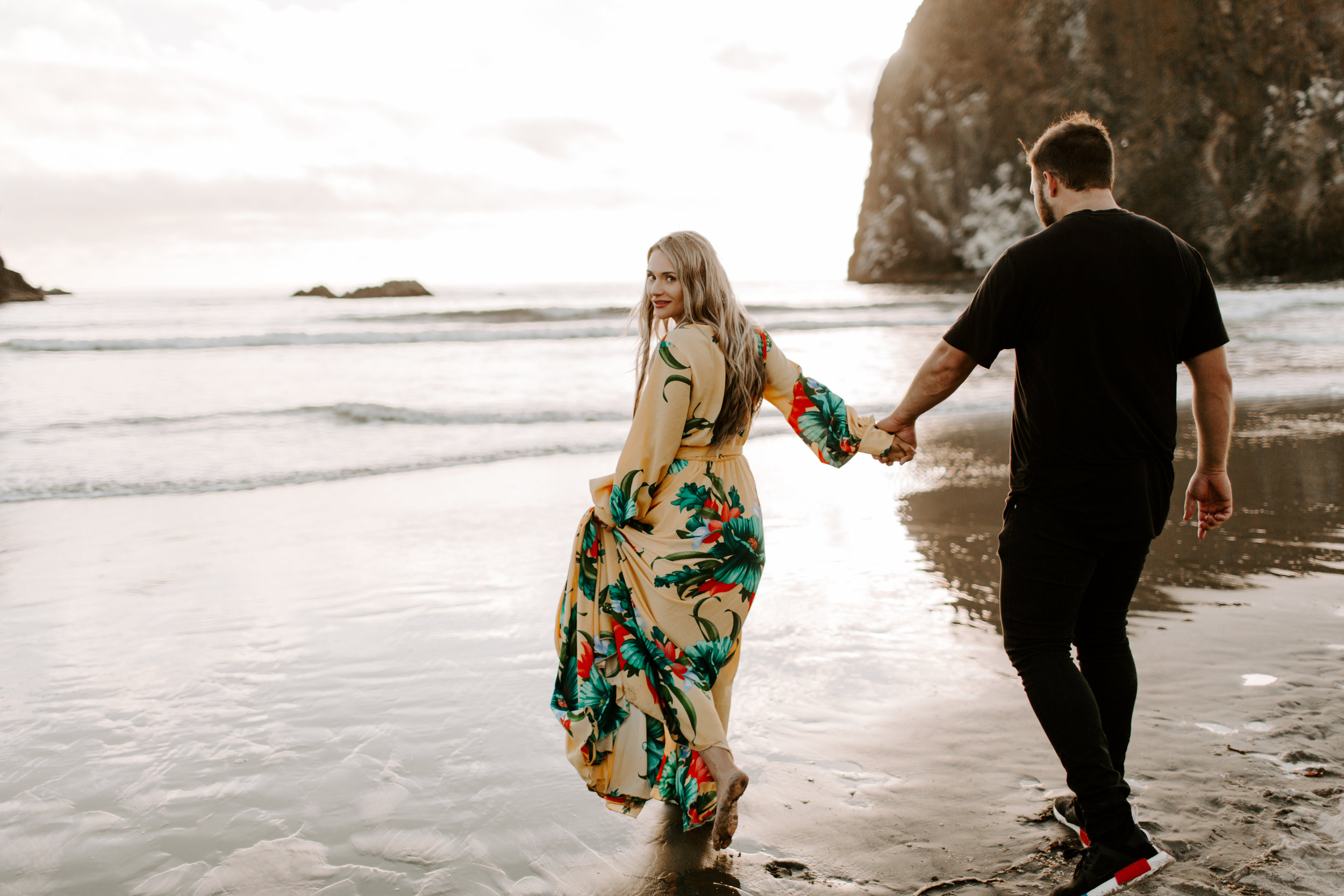 MADISONRYLEE_HANNAH+DAKOTA_CANNONBEACH_OREGONEngagement_0035.jpg
