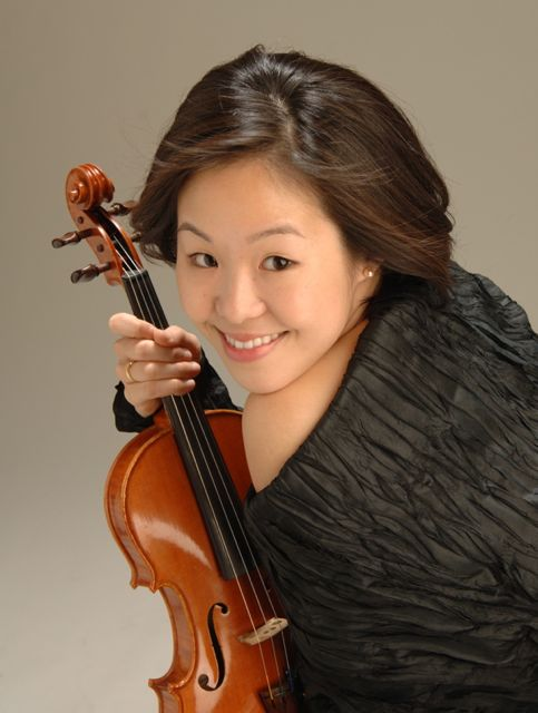 Touring extensively as a solo, chamber, and orchestral player throughout Europe, Asia, and North America, violinist   Asako Takeuchi   has performed with ensembles such as the Wallfisch Band ( UK ), Collegium Musicum Den Haag (Netherlands), Den Haag Piano Quintet (Netherlands), The Bach Choir & Orchestra of the Netherlands, Arion Baroque Orchestra (Canada), and Handel & Haydn Society (USA). She has performed at numerous festivals, including Festival Oude Muziek Utrecht (Netherlands), Deutsches Mozartfest and Innsbruck Festival (Germany), Festival de Música Antigua de Barcelona (Spain), MUPA International Arts Festival (Thailand), Abbaye aux Dames (France), and Aston Magna Music Festival (USA). Discography includes recordings with The Wallfisch Band (soloist), Arion Baroque Orchestra, and The Bach Choir & Orchestra of the Netherlands. She has given workshops at Burapha University (Thailand), and holds degrees from the Royal Conservatory in the Hague (Netherlands), University of Southern California, and Berklee College of Music.