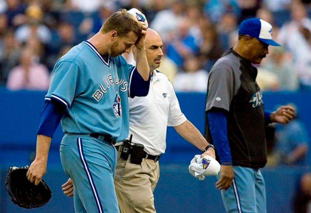 jays_halladay_walks_off_withinjury.jpeg.size-custom-crop.1086x0.jpg
