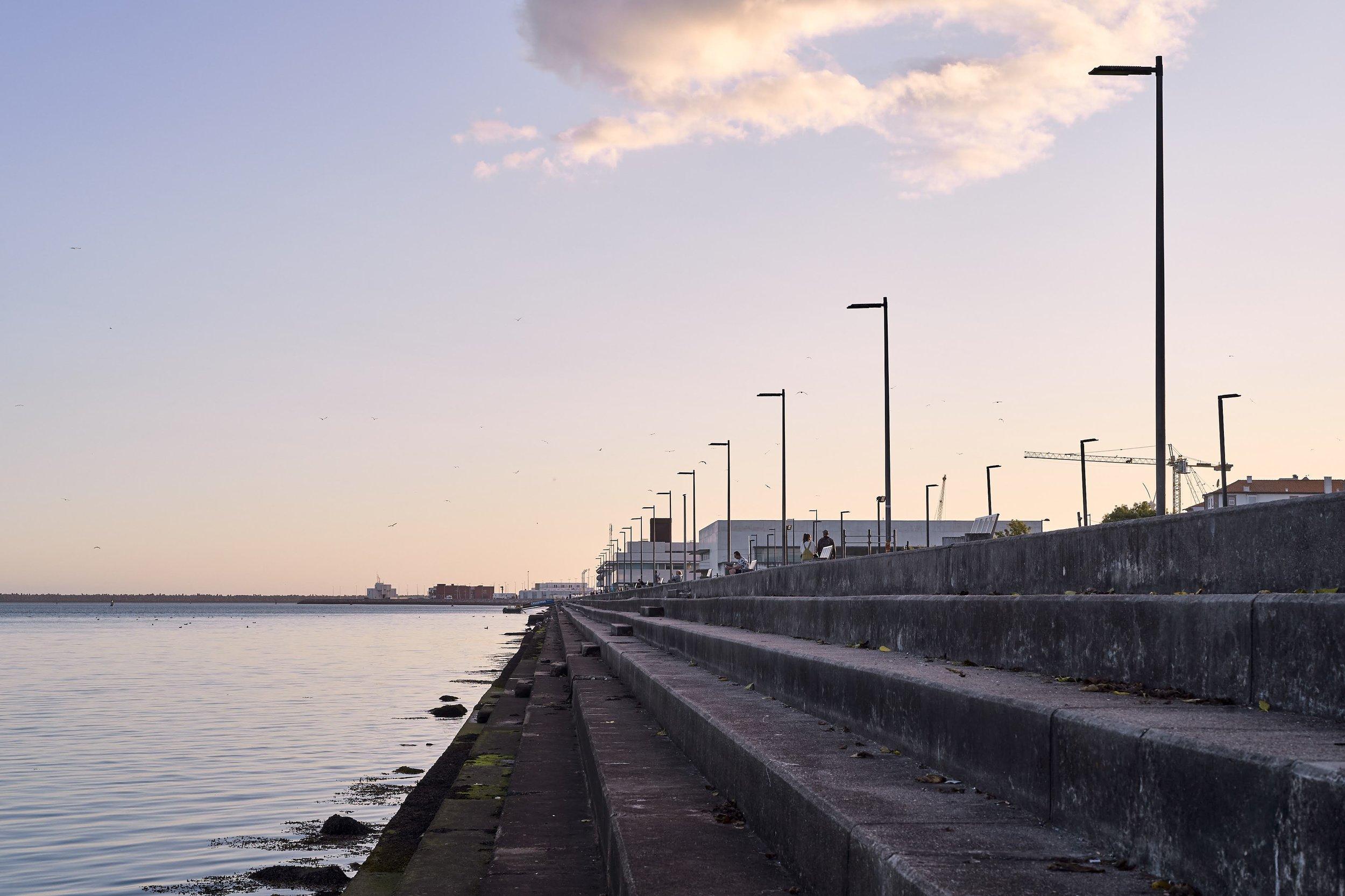 Viana do Castelo - Promenade on the Lima's eaching the ocean. - © Vincent Bridenne