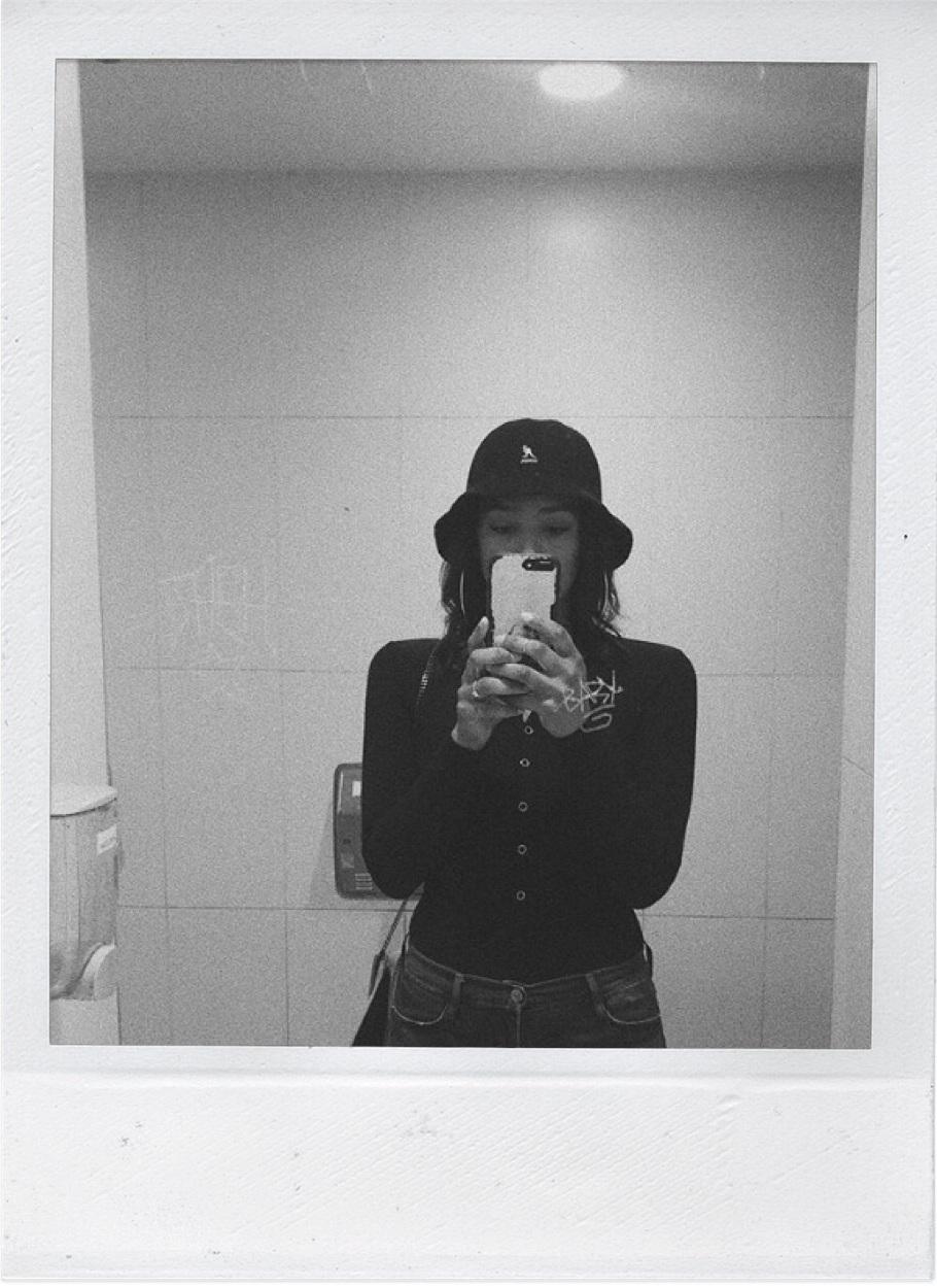 polaroid+of+woman+taking+selfie