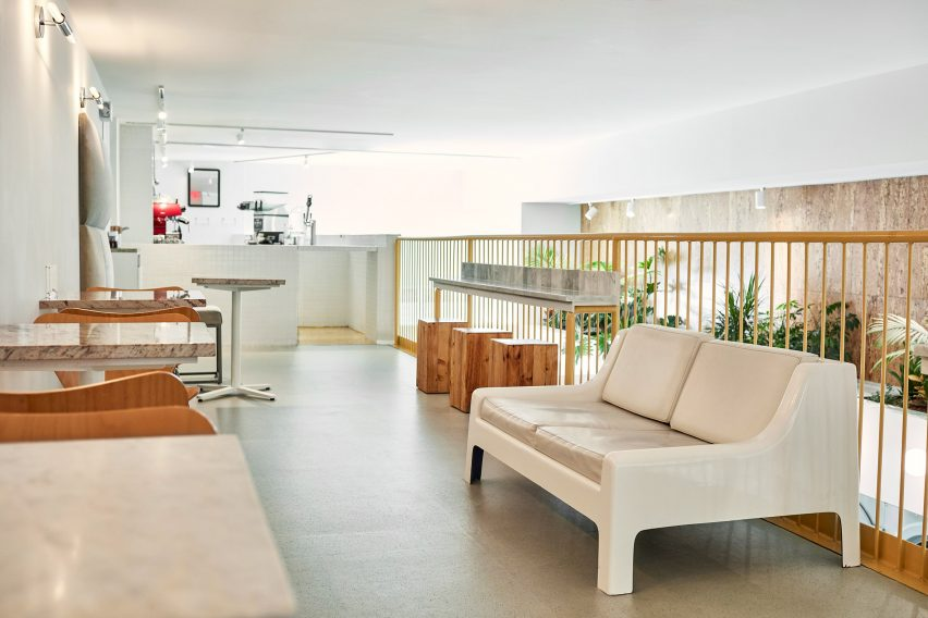 celsious-corinna-theresa-williams-interiors-laundromat-new-york-city-usa_dezeen_2364_col_11-852x568.jpg