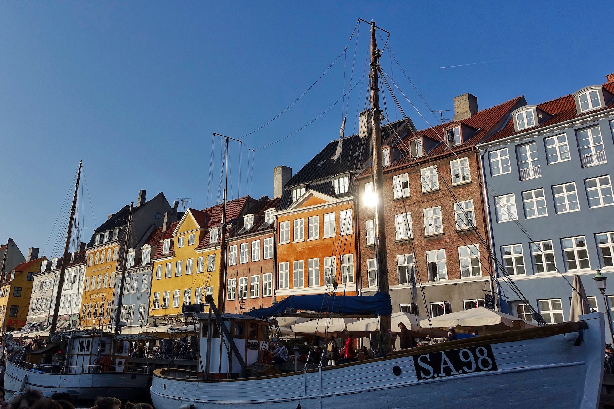 Admiring the Vibrant 17th- and 18th-Century Homes Along the NyHavn Canal