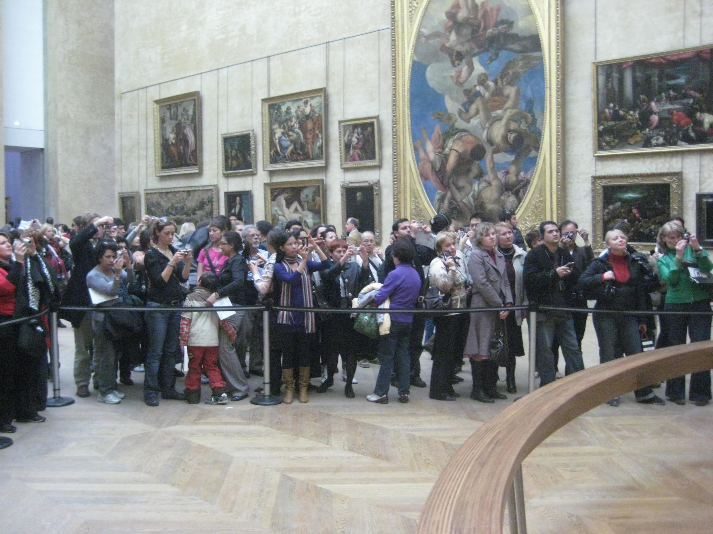 Etiquetteer enjoyed watching crowds of art lovers at the Louvre seeing the  Mona Lisa .