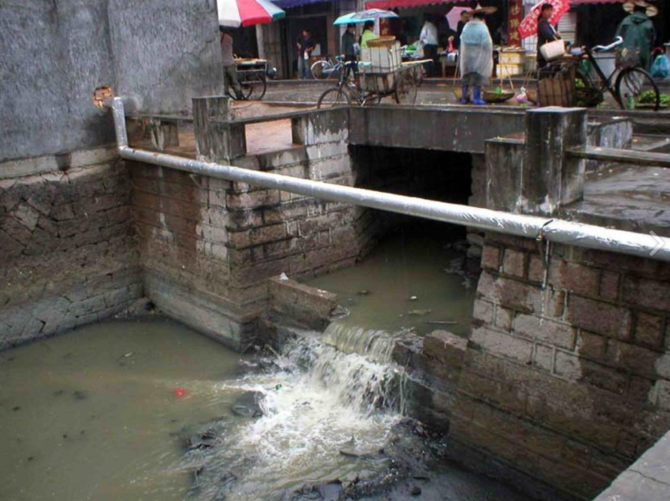 Sewage flowing into the Baima canal