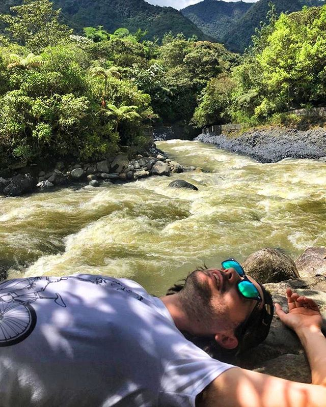 📸@visokowood Our guide told us the river is green due to the minerals and life in the river. Rio Pastaza feeds the Pailon del Diablo waterfalls.
