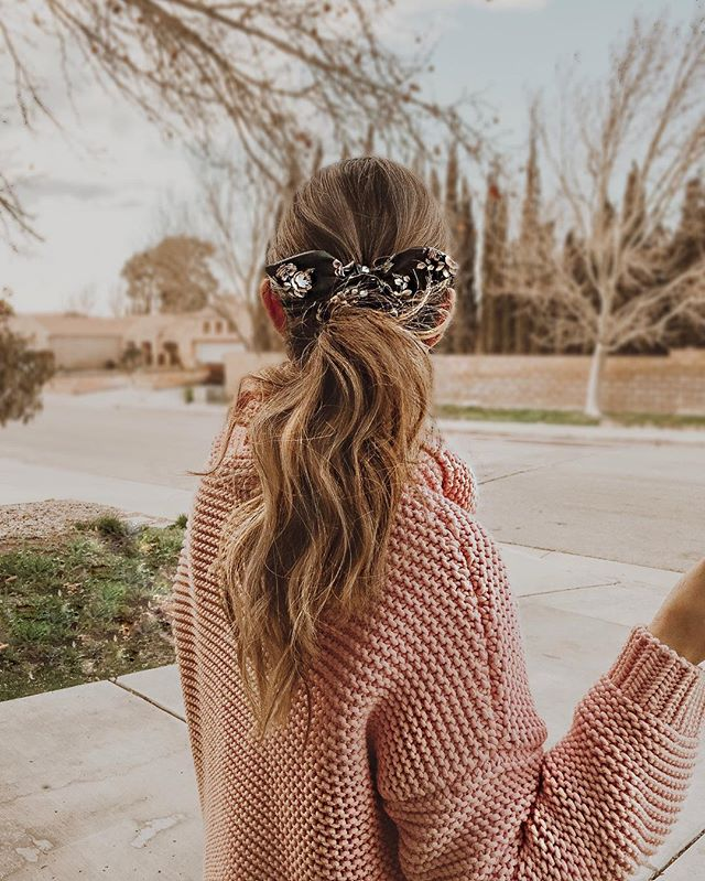 Life goals: To be organized but spontaneous, to fill my days with laughter & smiles & always practice the art of making little moments matter💫 #weekend #vibes #inspire #karinayvettestyle #hairstyles