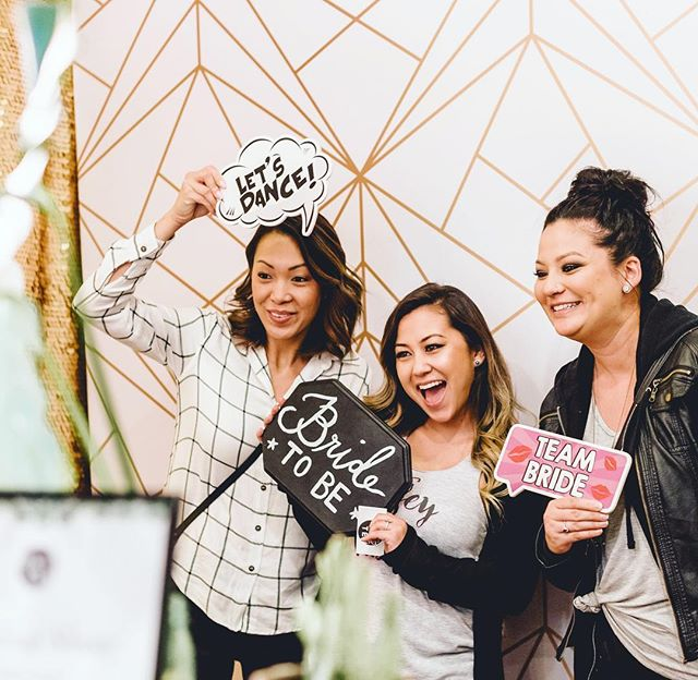 Mark your calendars! We'll be at @doubletreepleasanton Sunday May 19th, from 12-4pm with @bayareaweddingfairs 🌟  Stop by and take a photo to receive $200 off our regular pricing and a chance to win a free gif booth package 😉  We also teamed up with @cwagnerphotography to offer a combo package if you enter her drawing. Come chat with us for more details, see you there! 🎉