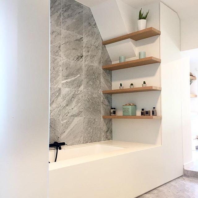 Time to relax in this custommade bathroom #n14 #awesomefurniture #volkern #decolegno #oakveneer #maatwerkvandebovensteplank design by @nathaliemeiresonne