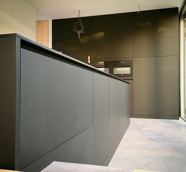 KitchenPorn! All matt black! #n14 #awesomefurniture #fenixntm #uppershelf #madetoyourmeasure