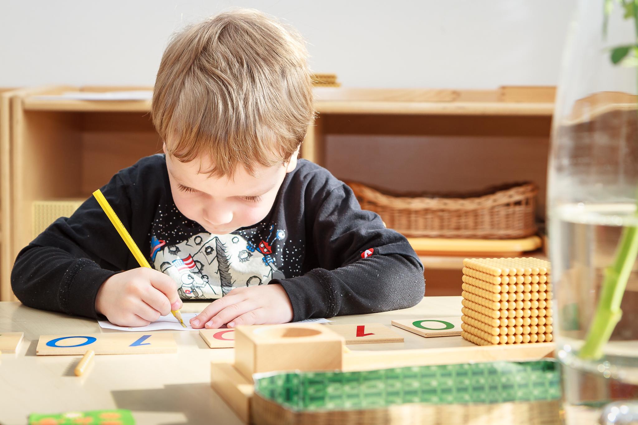 Montessori matematika ve školce