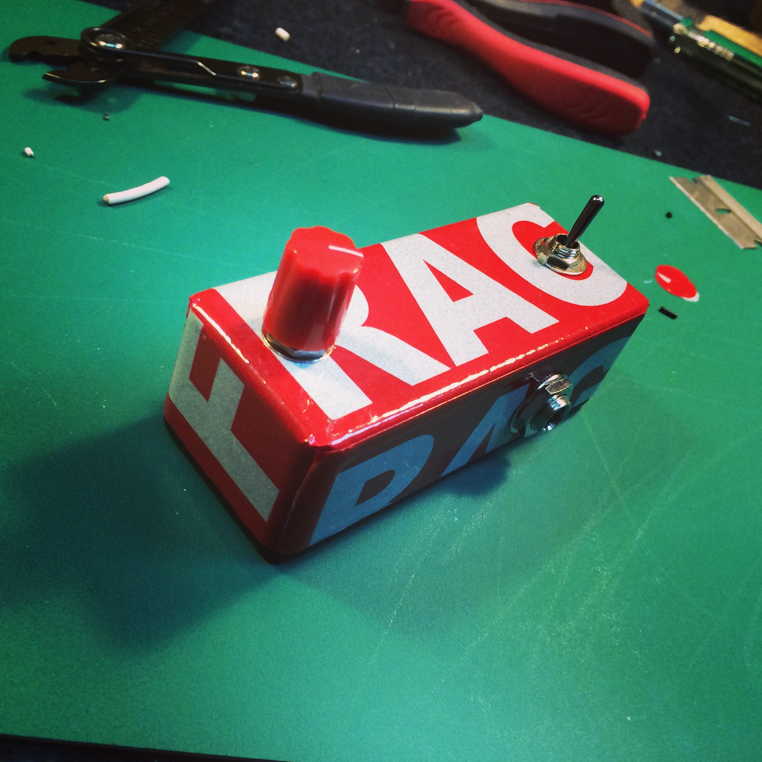 Custom made mid-boost pedal for Khalil