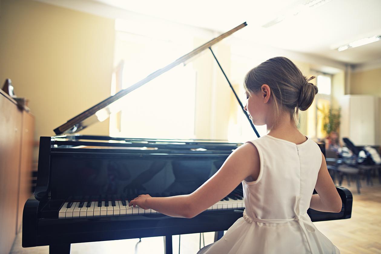 pianogirl.png