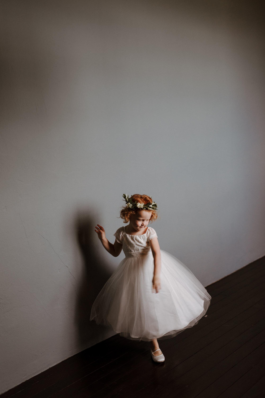 Chateau Rigaud Wedding Photography 14-09-55-CQ2A2183-R+L.jpg