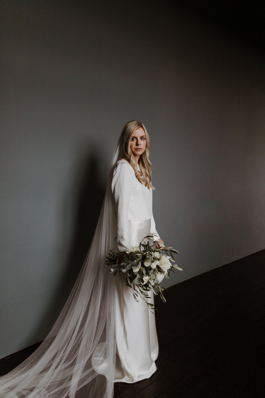 Chateau Rigaud Wedding Photography 14-26-55-1Q5A1295-R+L.jpg
