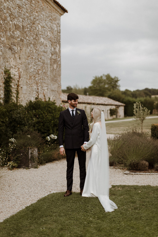 Chateau Rigaud Wedding Photography 15-42-29-1Q5A1984-R+L.jpg