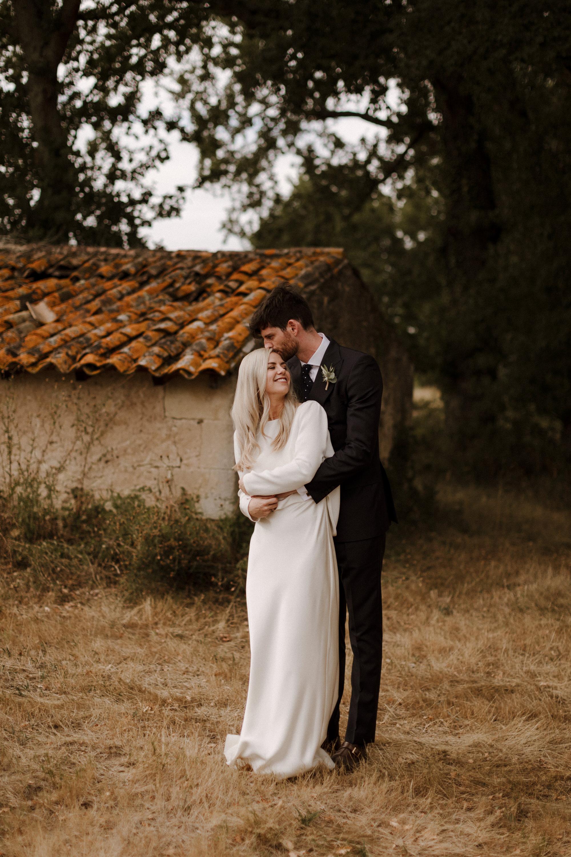 Chateau Rigaud Wedding Photography 17-25-22-1Q5A2837-R+L.jpg