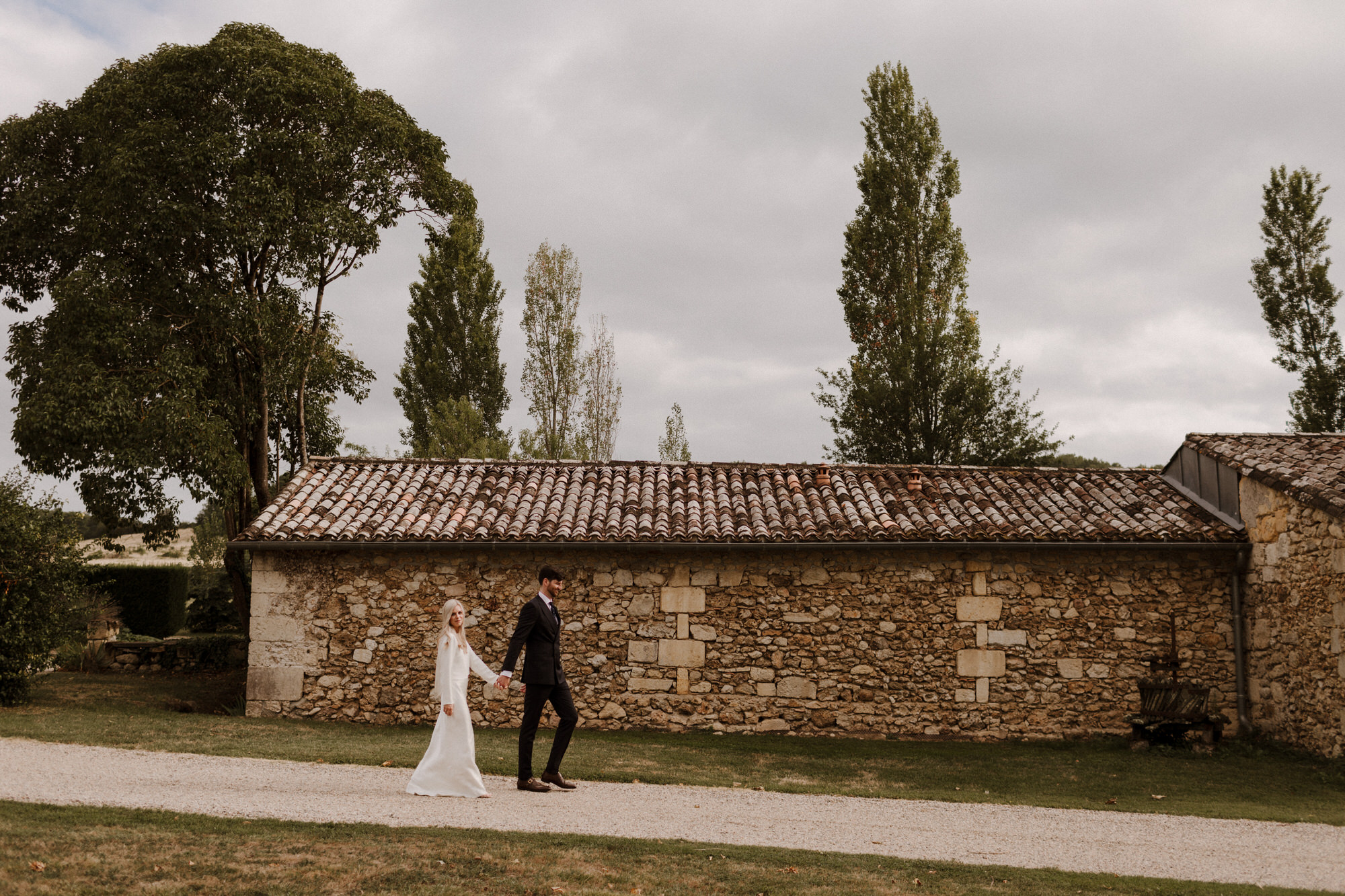 Chateau Rigaud Wedding Photography 17-35-38-CQ2A3756-R+L.jpg