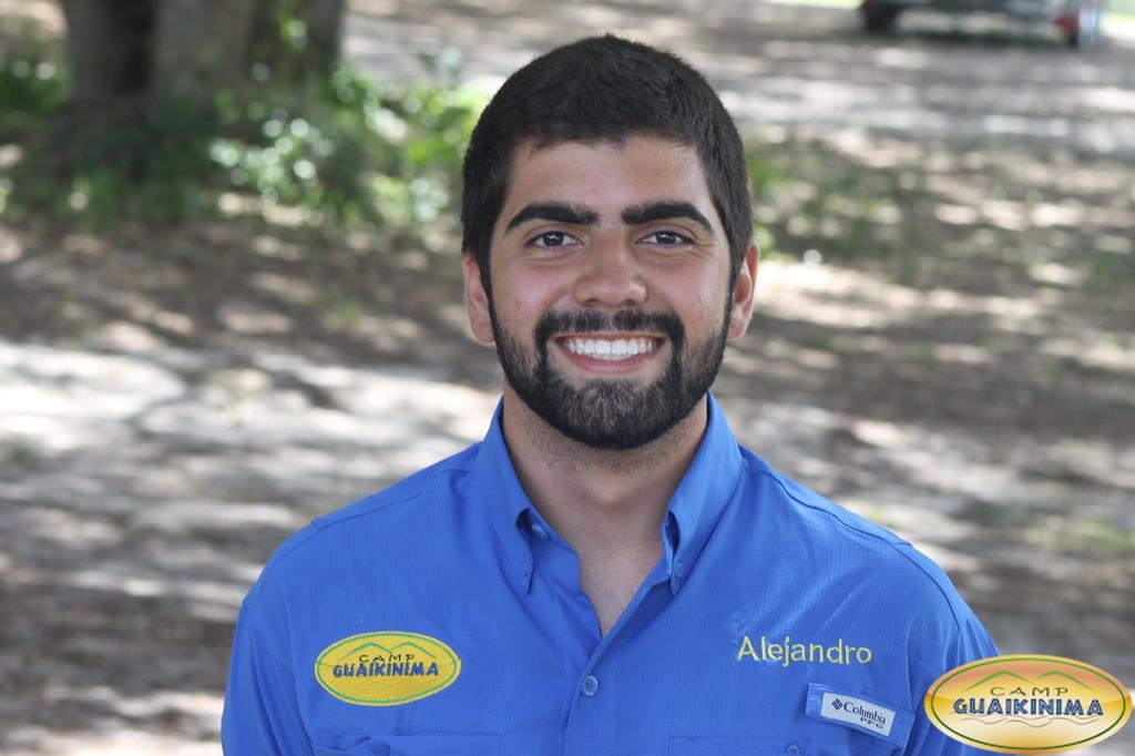 Alejandro Calderón   estudiante de Ingeniería Industrial en Broward College, y es staff de Guaikinima luego de certificarse como guía en 2016.