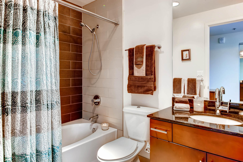 City_Living__Spire-large-024-24-Bathroom-1500x1000-72dpi.jpg