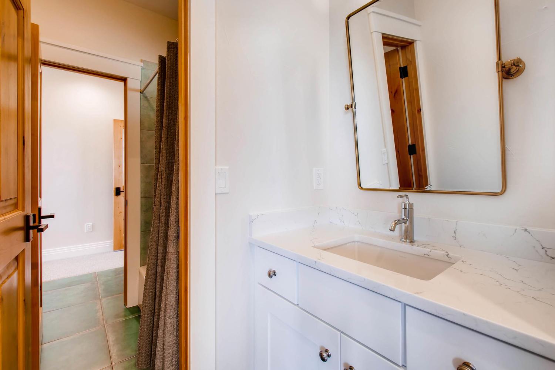 8446 Valmont Rd Boulder CO-large-029-47-Jack  Jill Bathroom for-1500x1000-72dpi.jpg