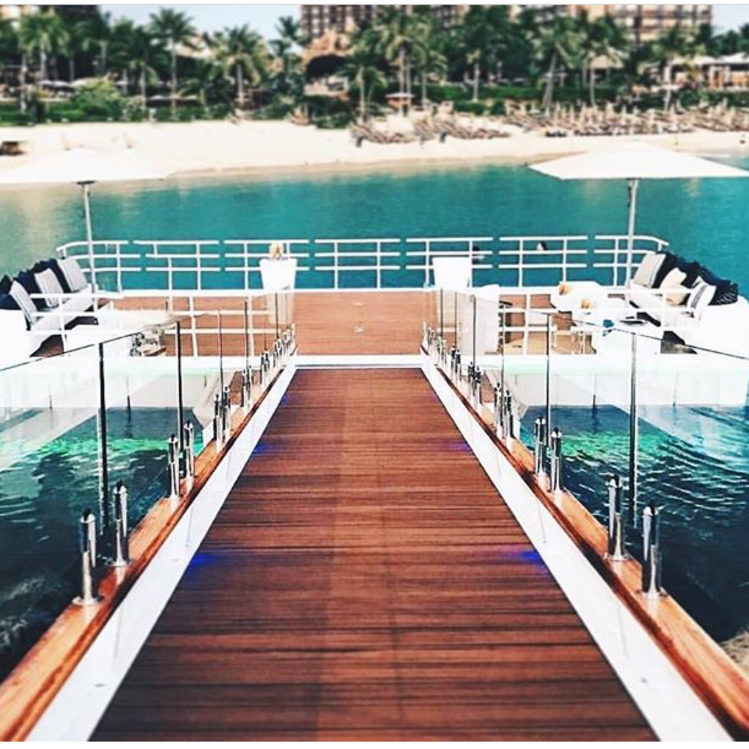 The floating platform is the perfect sunset ceremony location. Photo @fsoahu