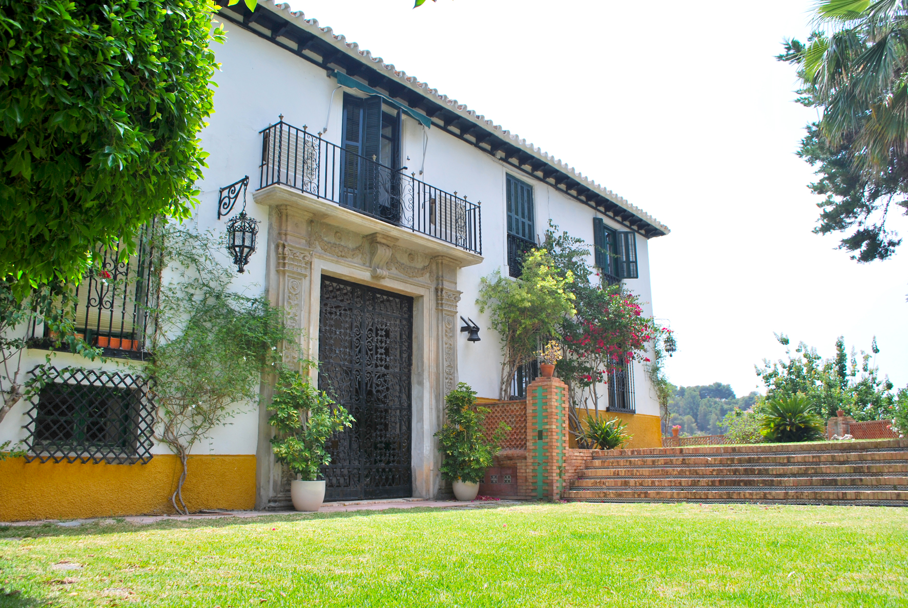 The front of Hacienda Clavero