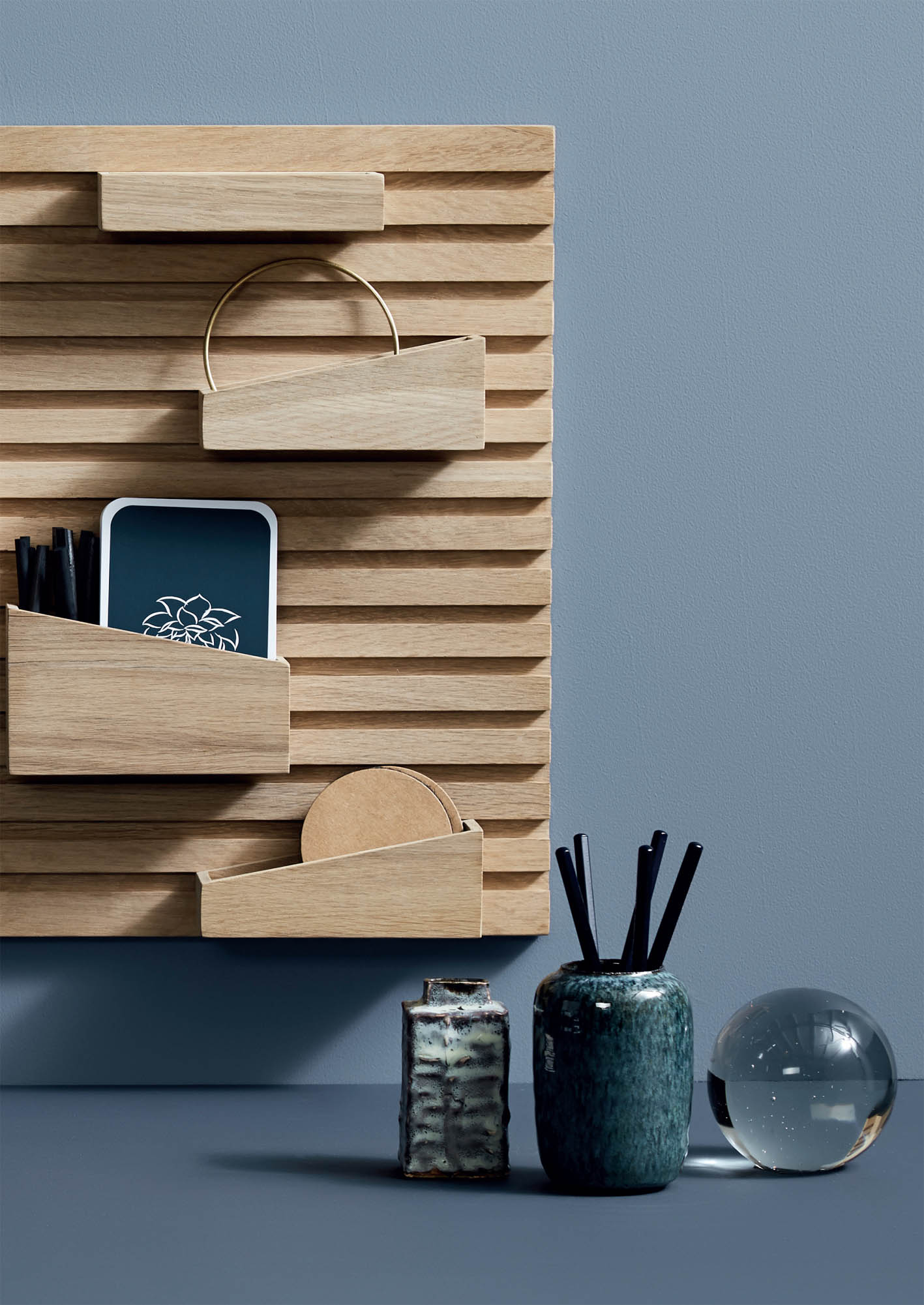 Input Shelf by Woud.