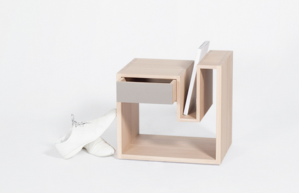 The Créneau side table can be used as a side table or as a bedside table.