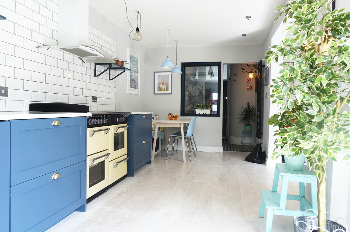 Farrow & Ball Stiffkey blue kitchen