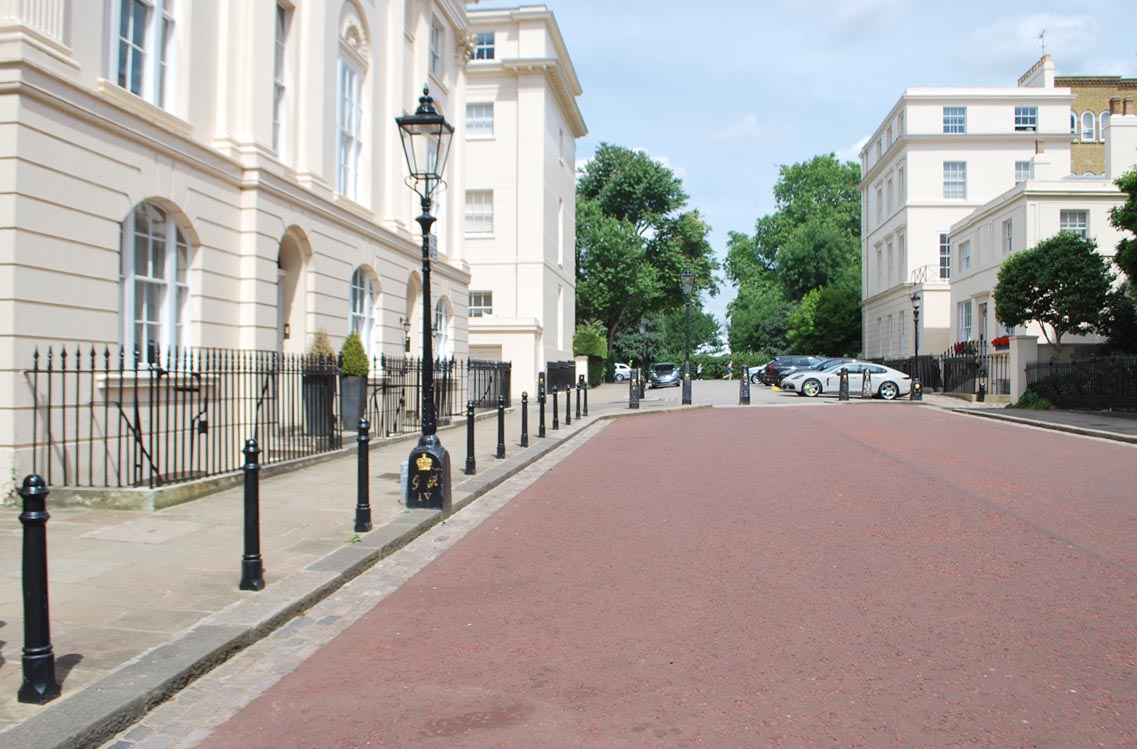 The property is set on a grand street, with Regent's park just a few steps away.