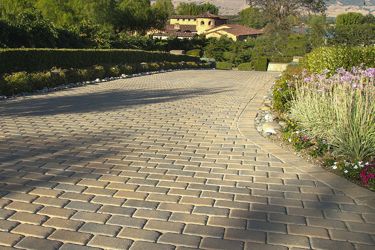 Calstone-Antiqued-Cobble-Driveway.jpg