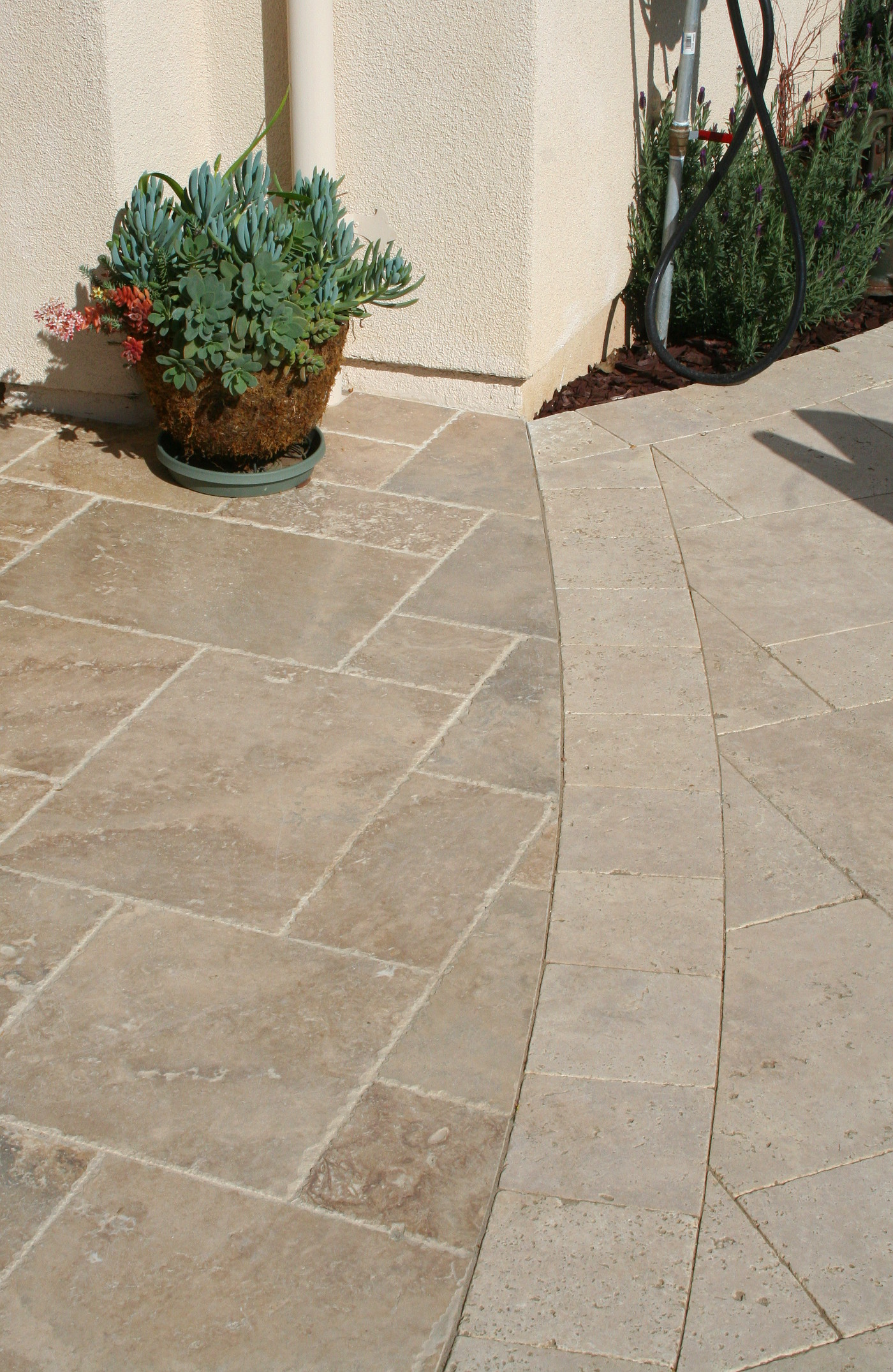 Travertine-Versaille-Chocolade-Chiseled.JPG