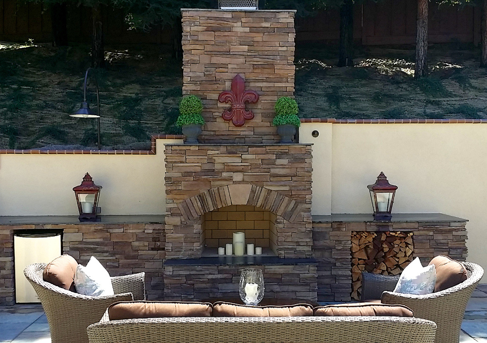 Coronado-Stone-Fireplace-Quickstack-Carmel-Mtn-3-SM.jpg