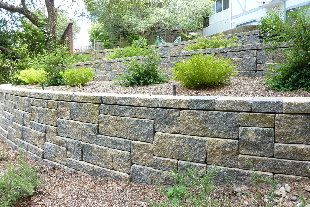 AB-Europa-Tan-Charcoal-Retaining-Wall-Photo.jpg