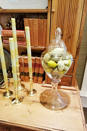 Notice the subtle touches of green using striped candles and dried seed pods.