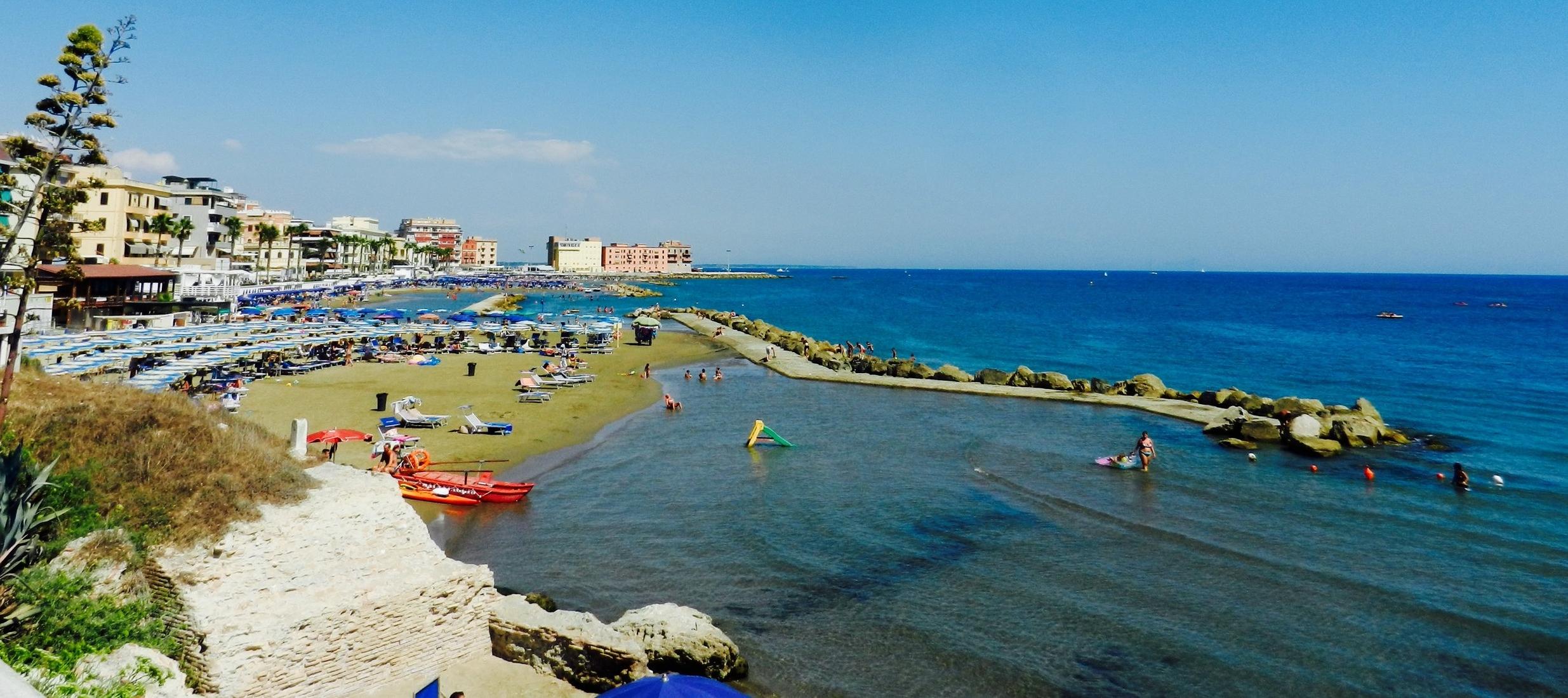 Anzio shoreline. Photo by Britnae Purdy